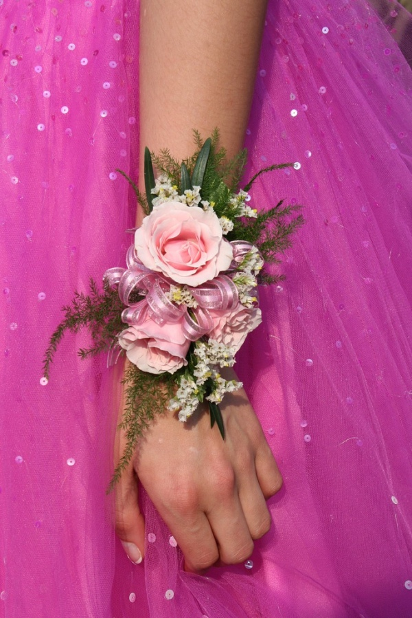 prom-corsage