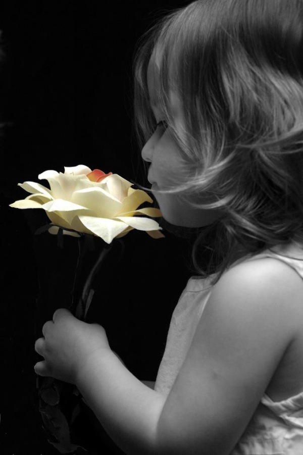 girl-with-flower
